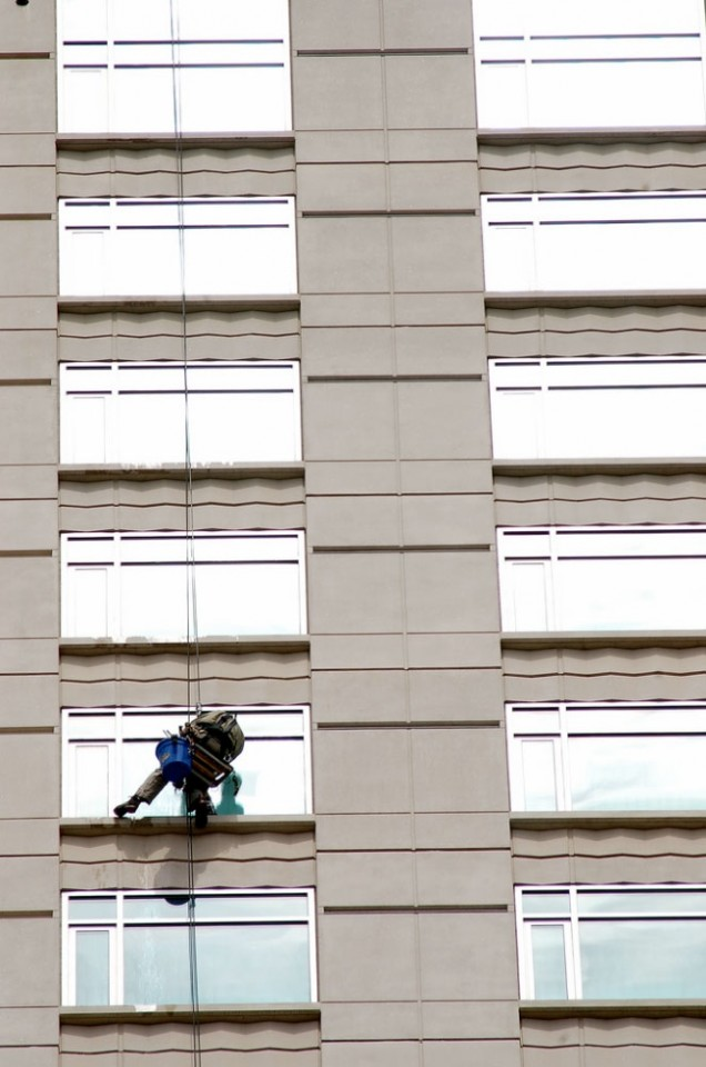 how to clean windows high rise